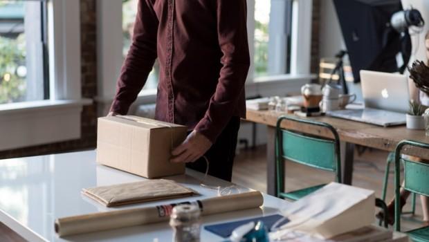 Jak właściwie zapakować przesyłkę kurierską?
