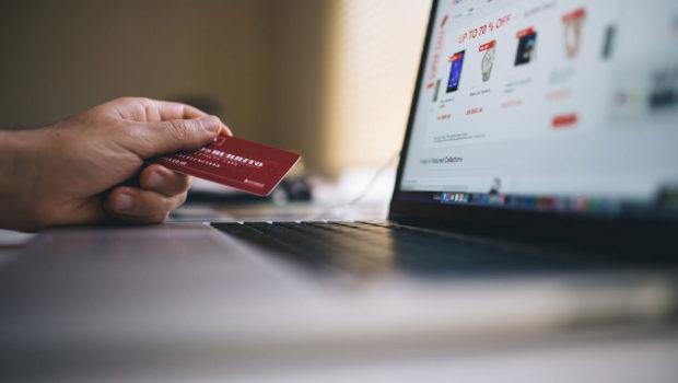 Wybór firmy kurierskiej do sklepu internetowego: zwróć uwagę na te 7 rzeczy